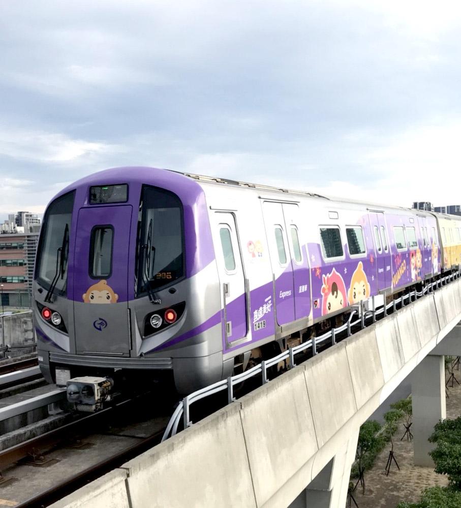 超萌ㄚ桃園哥彩繪列車掀追車風潮 變身過程大公開