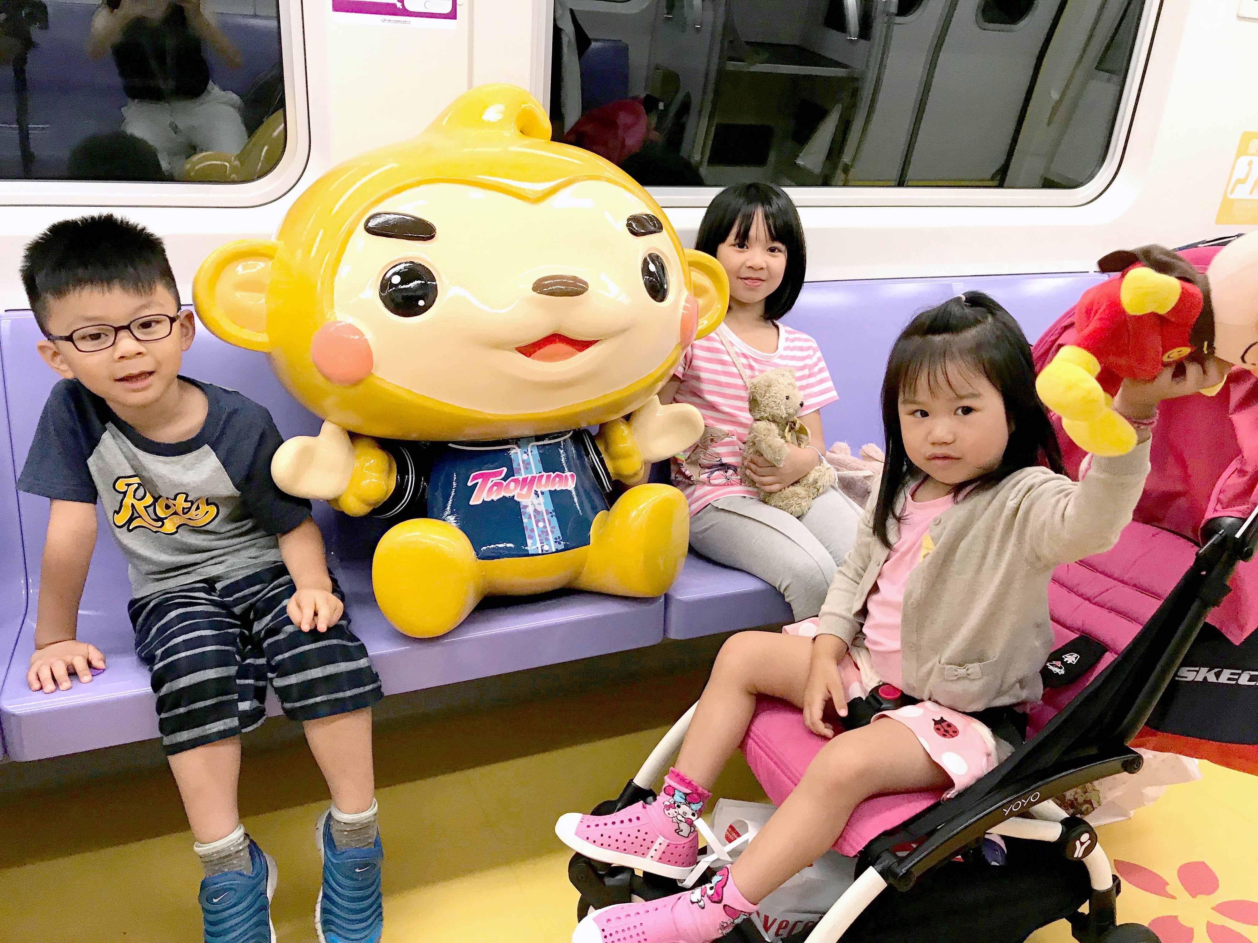孩子們從小培養搭乘大眾運輸的習慣