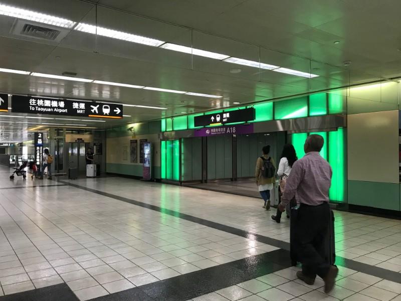 為貼近國內外旅客增開往機場服務班次