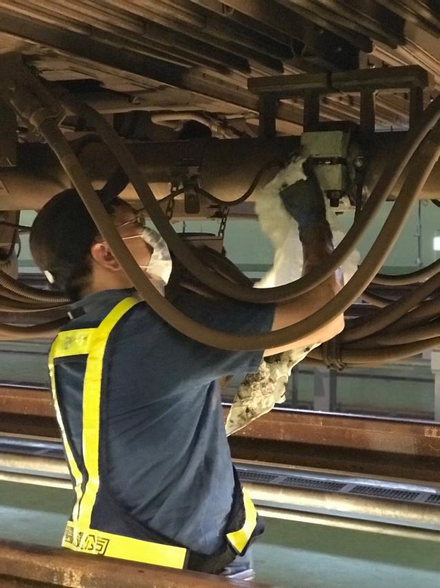 列車底部維修